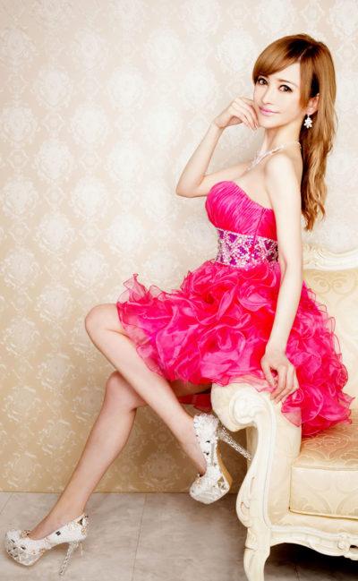 ピンクドレス×ビジュー付きヒール