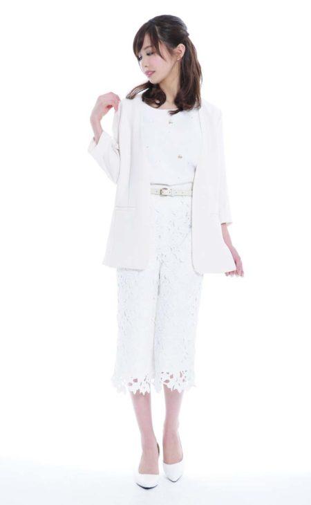春夏に絶対着たいホワイト×レースボトム×ジャケット×ホワイトパンプス×ホワイトトップス