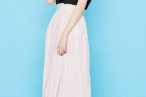 ギャザースカートのナチュラルで柔らかな可愛らしさ