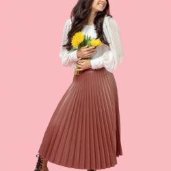 プリーツスカートとは?大人かわいいフェミニンな着こなし方